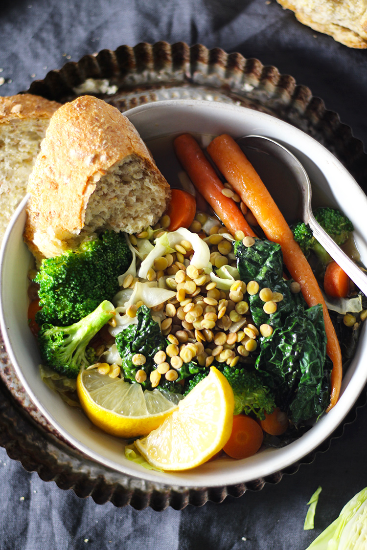 Crockpot Italian Vegetable and Lentil Detox soup is easy and tasty. Loaded with vegetables, lentils and Italian seasoning. This soup is perfect for anyone looking to kick-start a diet, meal-prep or just make an easy, healthy dinner.