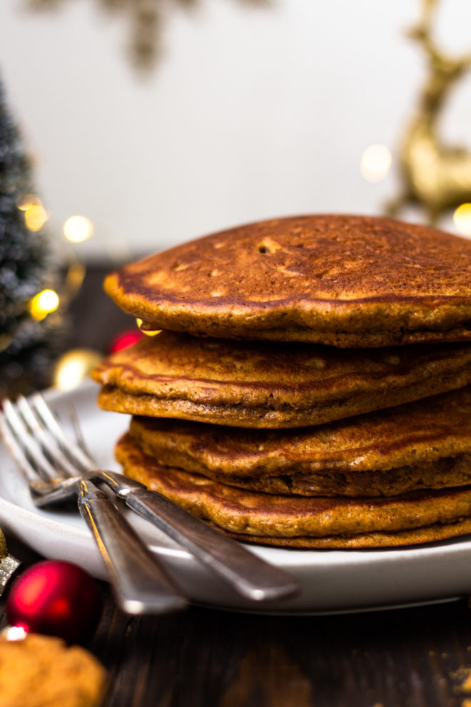 freshly cooked gingerbread pancakes